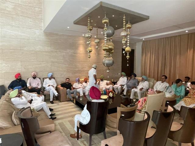 62 Punjab Congress MLAs gathered at Navjot Singh Sidhu's residence
